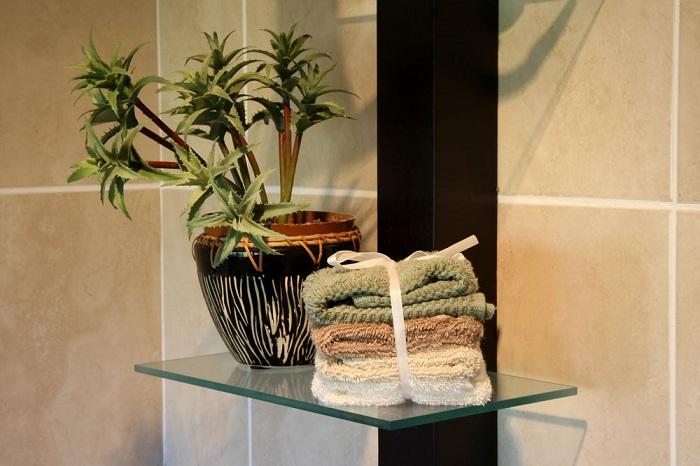 Поставьте в ванной комнатные цветы. / Фото: Dom.ria.com