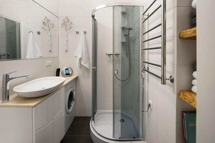 Белый цвет - лучшее решение для небольшой ванной комнаты. / Фото: Ecrater.com