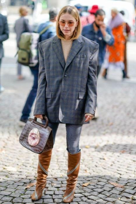 Оверсайз жакет превращает фигуру в квадрат. / Фото: Elle.ua