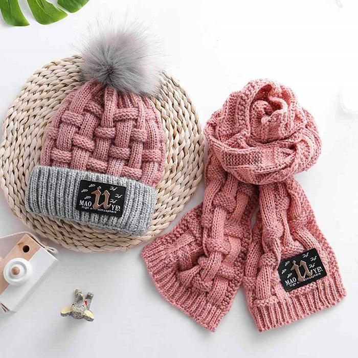 С зимними аксессуарами сложно угадать - не факт, что они понравятся одариваемому. / Фото: Freebaychina.ru
