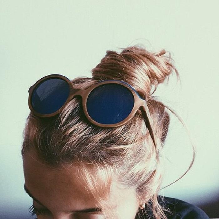 Очки на волосах портят прическу. / Фото: Goodfon.ru