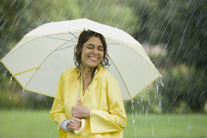 Радуйтесь жизни, даже если на улице идет дождь. / Фото: Greelane.com