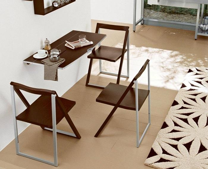 Складная мебель выглядит не очень эстетично. / Фото: Hendmeid24.ru