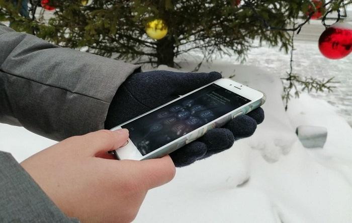 Старайтесь не пользоваться телефоном на улице, когда сильный мороз. / Фото: Ichip.ru