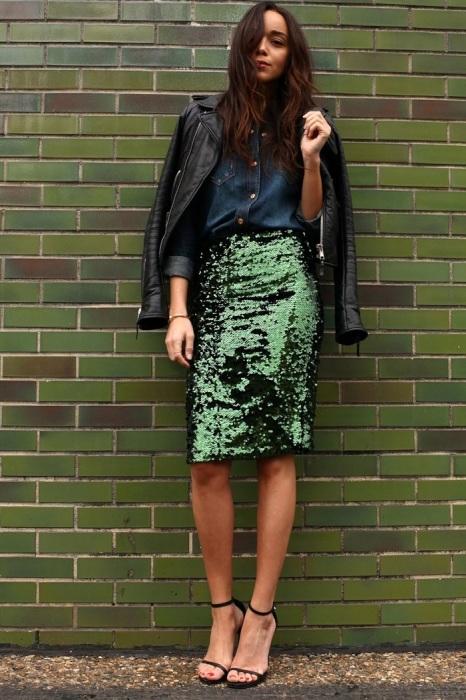 Юбка с пайетками и рубашка идеально подойдут для офиса, где нет жесткого дресс-кода. / Фото: In.pinterest.com