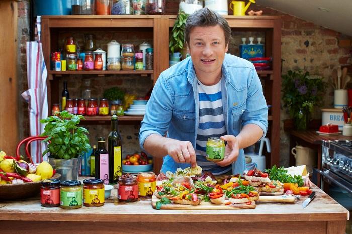 Английский повар, телеведущий и ресторатор Джеймс Оливер. / Фото: Jamieolivergroup.com