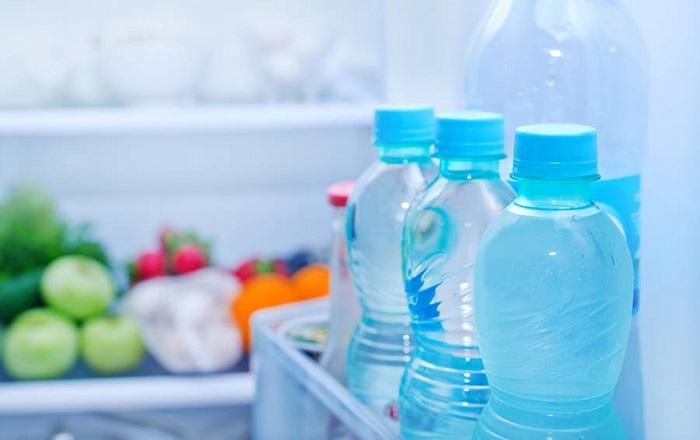 Бутылки с водой не должны быть слишком тяжелыми. / Фото: Kto-chto-gde.ru