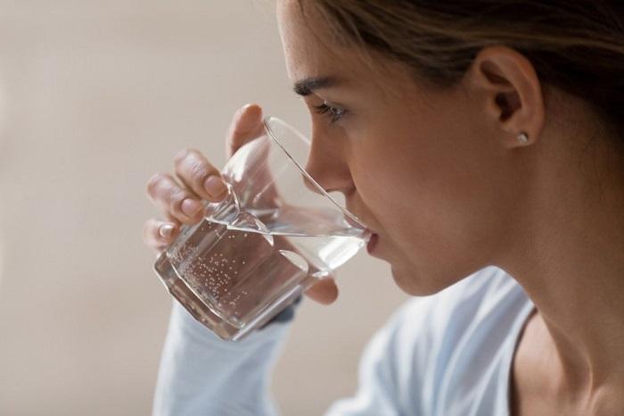 Вода разгоняет метаболизм. / Фото: Ku66.ru