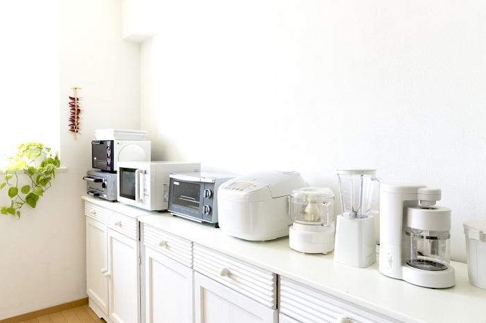 На кухне не должно быть редко используемых гаджетов. / Фото: Kuhniclub.ru