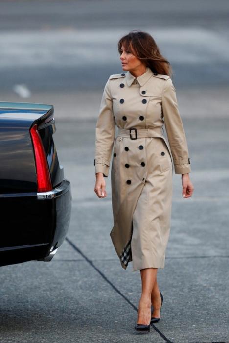 Мелания Трамп в классическом тренче Burberry. / Фото: Lady-journal.info