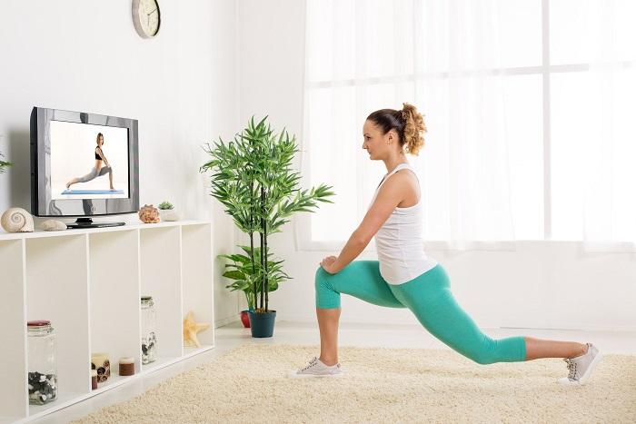 Найдите подходящий комплекс упражнений в интернете. / Фото: Legkopolezno.ru