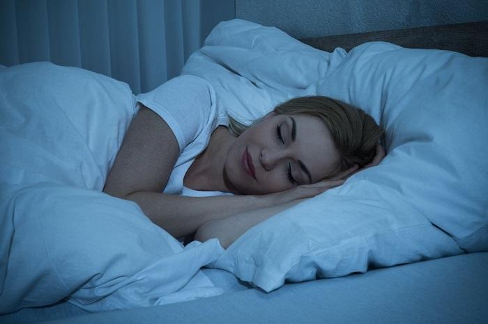 В спальне должно быть ночью темно. / Фото: Medaboutme.ru
