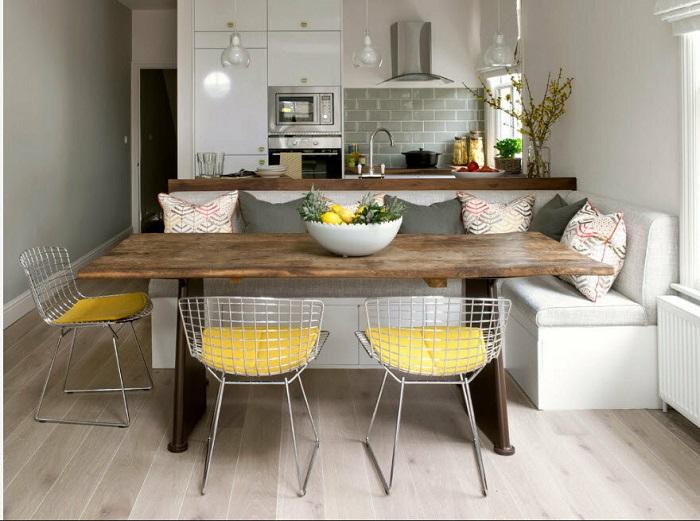 Большой обеденный стол занимает много полезной площади. / Фото: Mik-mebel.com