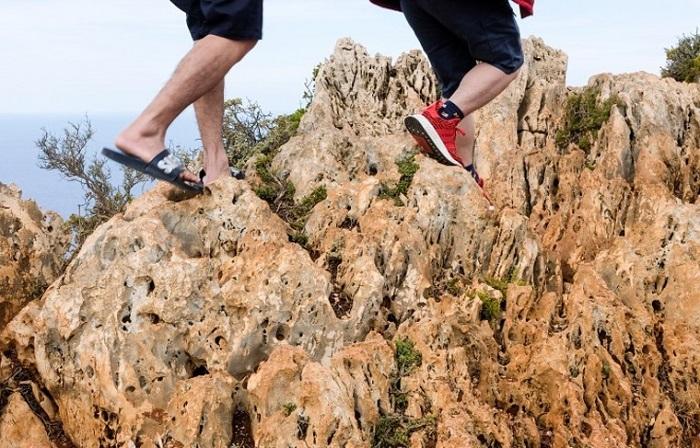 В итальянской Лигурии запрещено ходить по национальному парку в шлепанцах. / Фото: News.ru