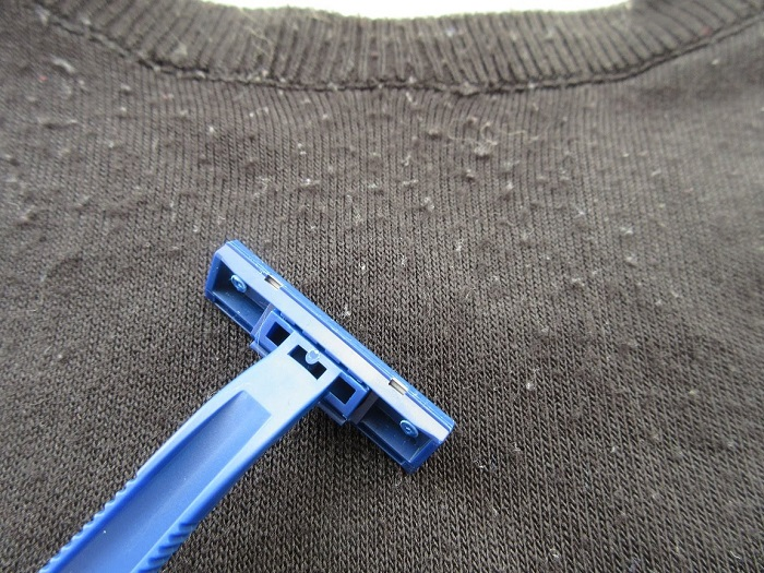 Катышки легко убираются бритвой. / Фото: Nitkyy.ru
