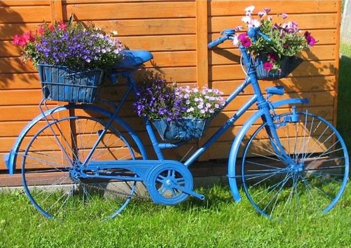 На руль велосипеда можно поставить корзину для цветов. / Фото: No.pinterest.com
