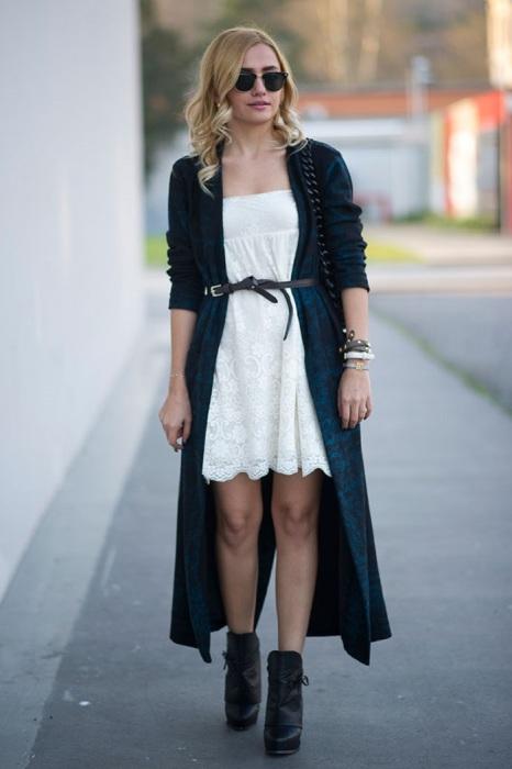 Тонкий ремешок на платье вытягивает силуэт. / Фото: Ona-znaet.ru