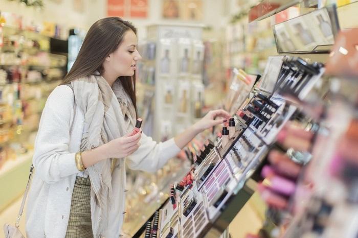 Не покупайте косметику по скидке, если она не нужна вам. / Фото: Paperdoc.ru