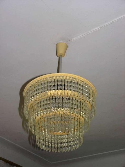 Советская люстра станет главным источником света в квартире. / Фото: Pinterest.es