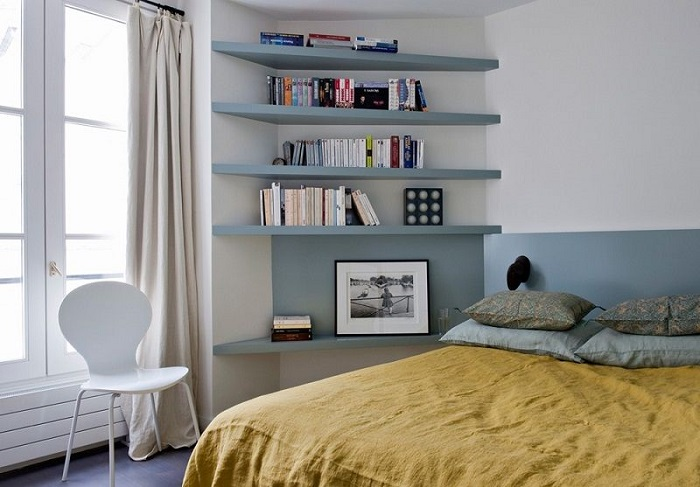 На полках можно хранить книги, фоторамки, шкатулки. / Фото: Pinterest.se