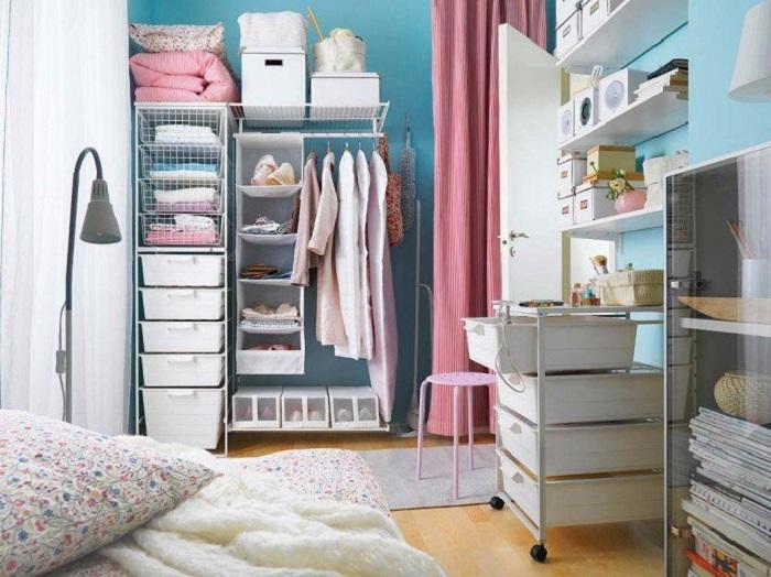 Открытое хранение делает интерьер неаккуратным. / Фото: Pl.pinterest.com