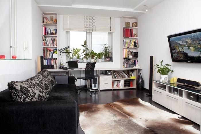 Мебель, расположенная вдоль стены - не всегда хороший выбор. / Фото: Project-splash.com