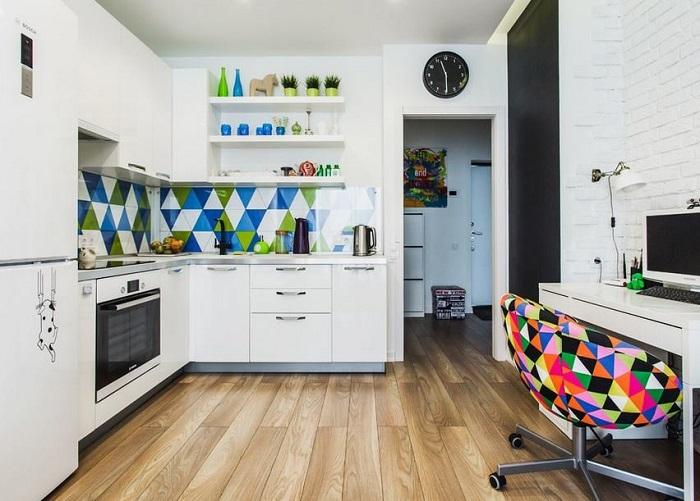 Располагайте мини-офис подальше от плиты. / Фото: Remontbp.com