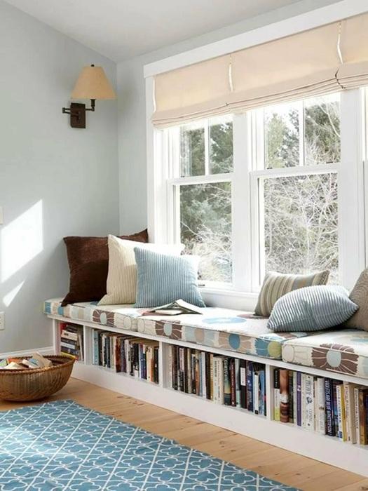 Расширенный подоконник в качестве зоны для чтения. / Фото: Rerooms.ru