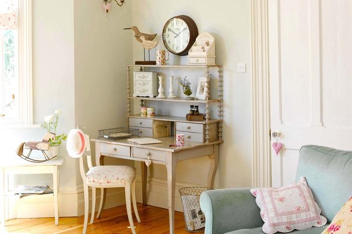 Винтажный туалетный столик украсит любую спальню. / Фото: Roomester.ru