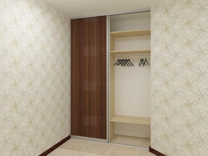 В нише прекрасно смотрится шкаф для одежды. / Фото: Shkafsar.ru