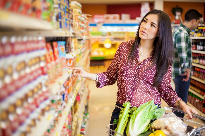 Нельзя отправляться в магазин без списка продуктов. / Фото: Shkolazhizni.ru