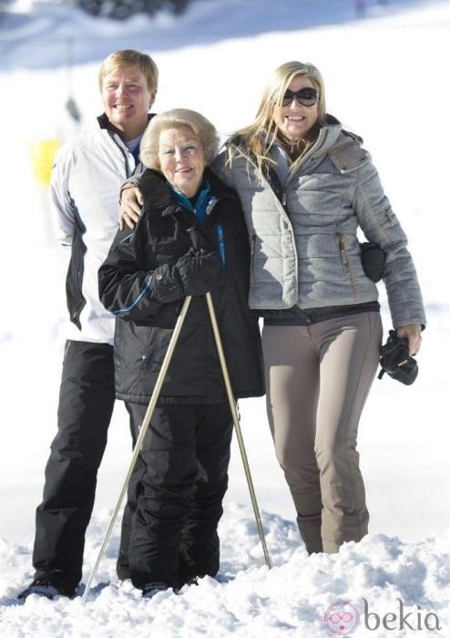 Королева Максима с семьей на горнолыжном курорте в Австрии. / Фото: Supershowbiz.ru