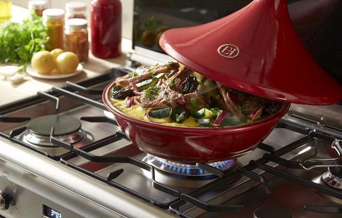 В тажине продукты одновременно жарятся и тушатся. / Фото: promenu.ua