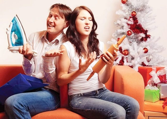 Мужчине не нужен утюг, а женщина не в восторге от скалки. / Фото: Tobegirl.ru