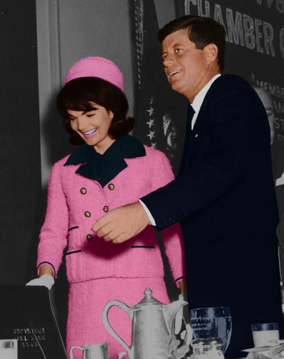 Джон и Жаклин Кеннеди в день гибели президента США. / Фото: Tr.pinterest.com