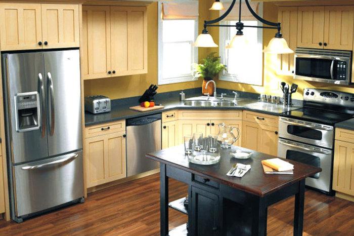 На кухне обязательно должны быть плита и холодильник. Остальное - по желанию. / Фото: Tvoyproduct.ru