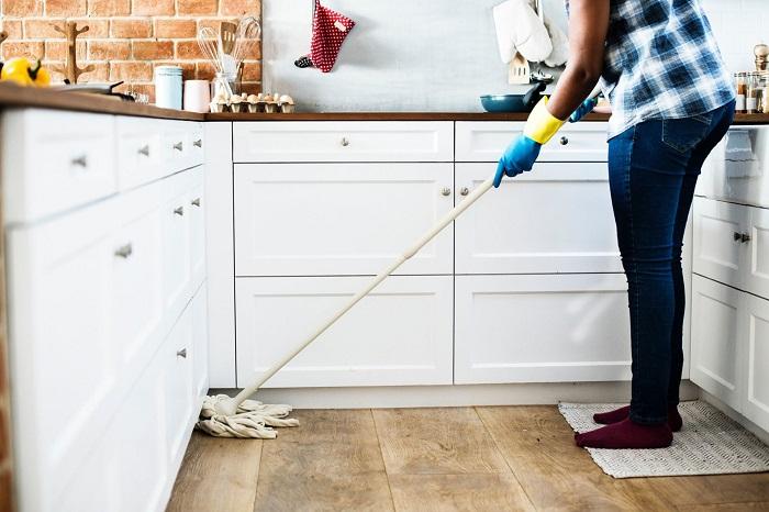 Уборка поможет отвлечься и размять мышцы. / Фото: Twnews.ru