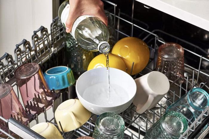 Уксус может обесцветить посуду. / Фото: kitchendecorium.ru