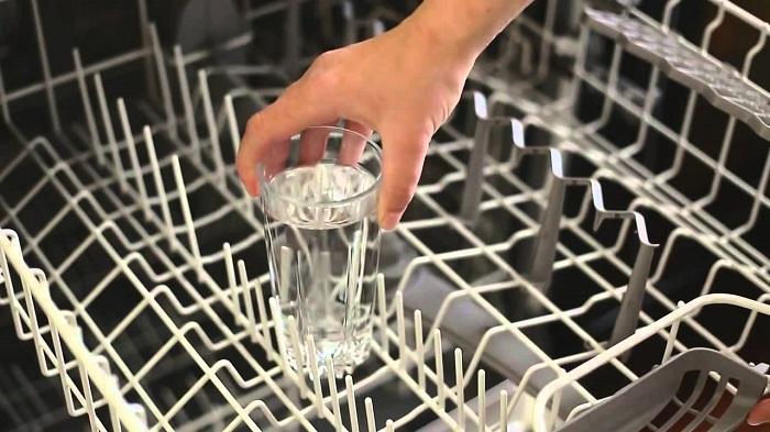 Мыть посудомоечную машину можно уксусом. / Фото: Washergid.com