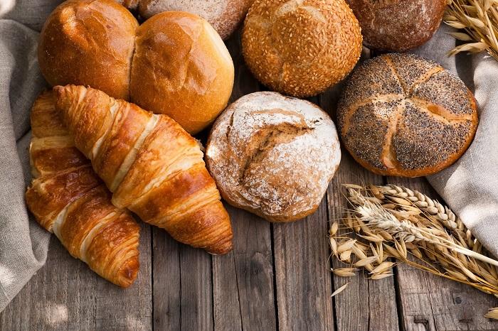 В состав хлеба и булочек входят дрожжи. / Фото: Womenstime.ru