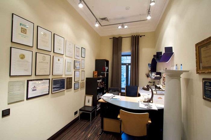 Дипломы и сертификаты в рамках свидетельствуют о вашем профессионализме. / Фото: Yfprint.ru