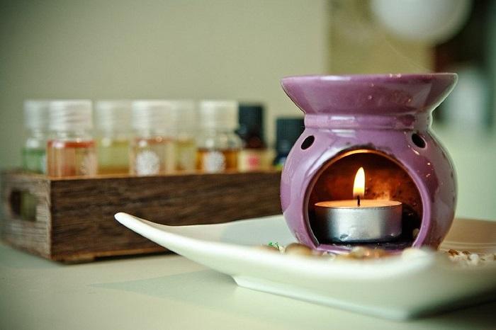 Проведите ароматерапию с использованием любимого эфирного масла. / Фото: Yogatut.ru