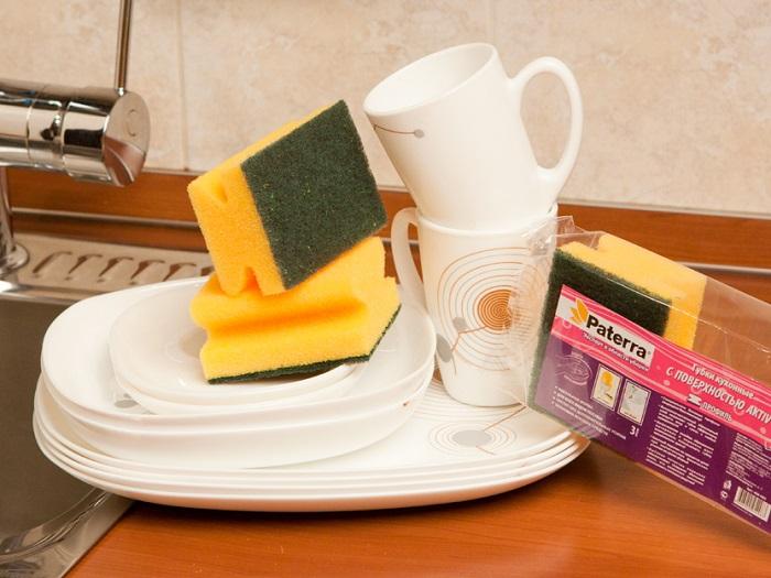 Яркие губки для посуды привлекают ненужное внимание. / Фото: Zur.ru