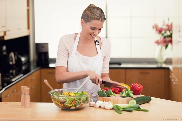 В  овощных салатах содержится много клетчатки. / Фото: all-dieta.ru