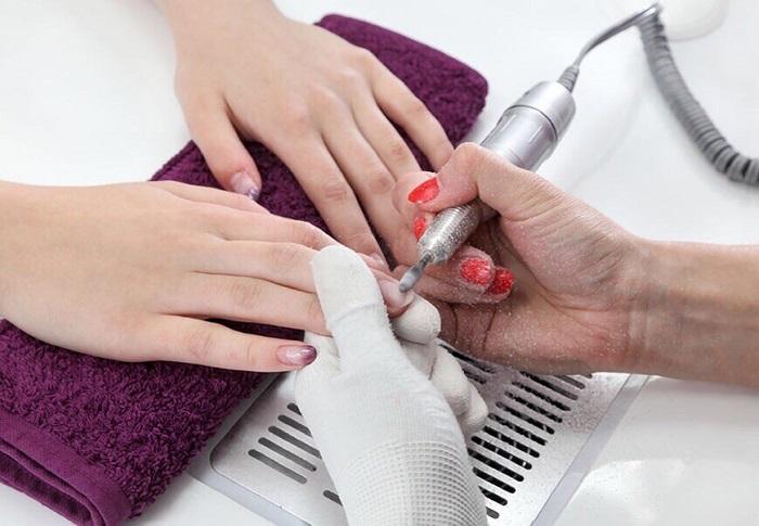 Аппаратный маникюр обеспечивает рукам надлежащий уход. / Фото: almode.ru