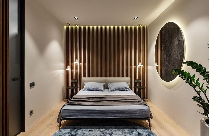 Зеркало сделает комнату светлее и больше. / Фото: architectguide.ru