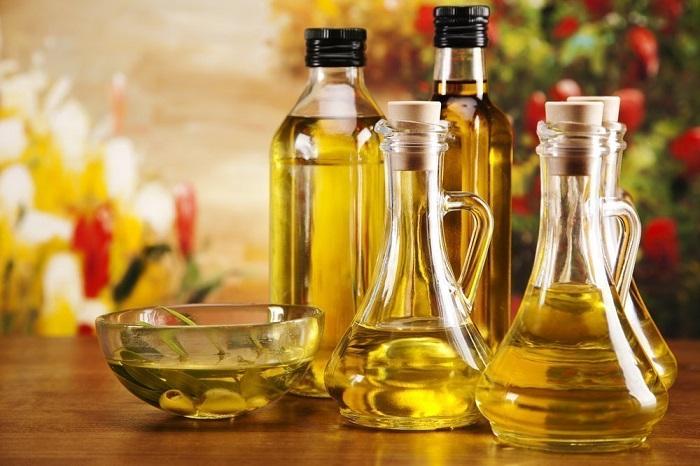 Масла для демакияжа могут использовать даже девушки с жирной кожей. / Фото: aston.ru