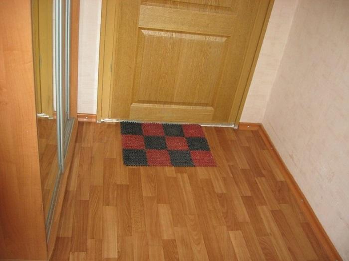 Линолеум в прихожей быстро придет в негодность. / Фото: saucyintruder.org