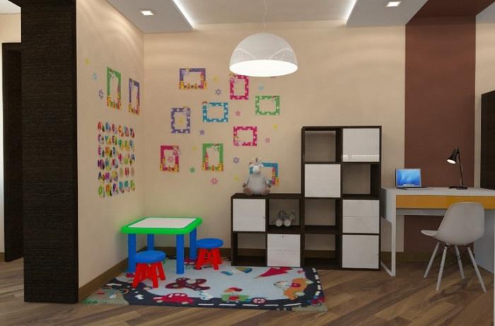 Постелите на пол ковер и положите любимые игрушки ребенка. / Фото: babyblog.ru