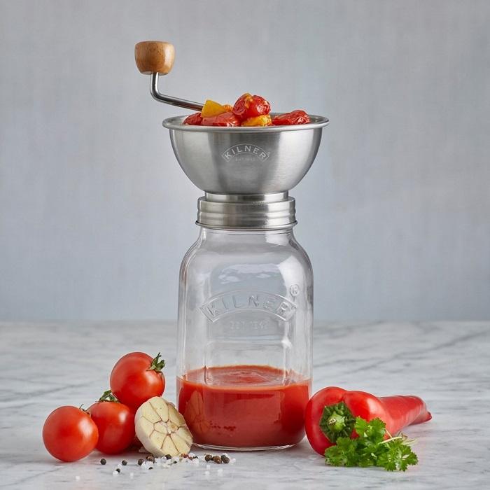 В такой банке легко приготовить томатный соус. / Фото: brandshome-shop.ru